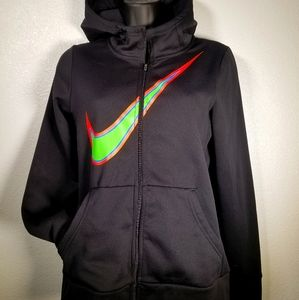 Sporting Nike sweater with pockets
